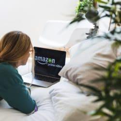 girl-amazon-laptop