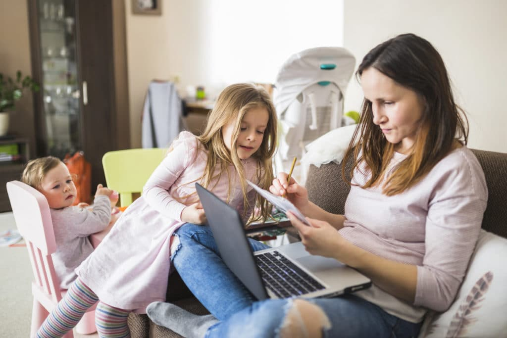 girl and her mom laptop freelance writing for money
