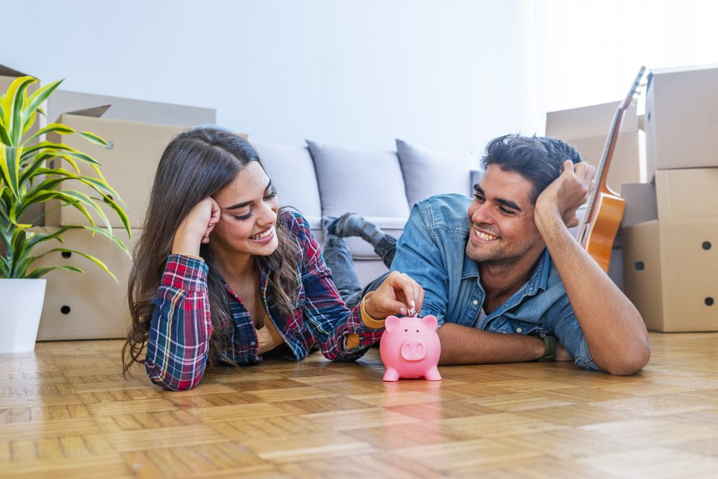 smiling-couple-with-piggybank, saving money challenge, saving money, personal finance, saving money tricks, tips, frugal living, 30 day challenges, save money fast #savemoney #savingmoney
