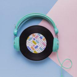 vinyl-disc-with-headphones