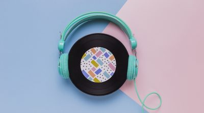 vinyl-disc-with-headphones